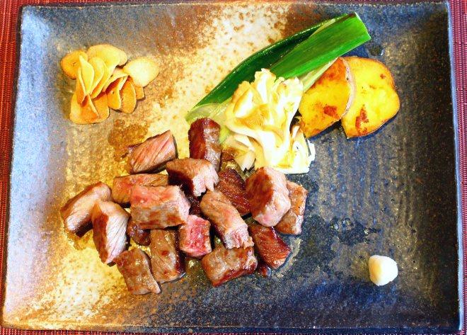 絆牛サーロインステーキ 旬野菜の鉄板グリルを添えて