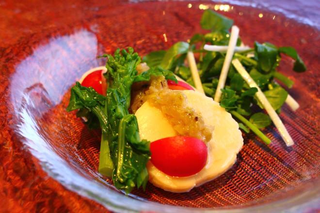 ホタテ貝柱のマリネと独活(うど)のサラダ(満天牛コース)