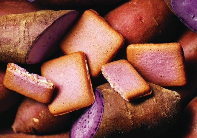 パルメザンチーズを使ったクッキー生地に沖縄県産の紅芋クリームを挟んだ「サブレルチーズ‐紅芋」