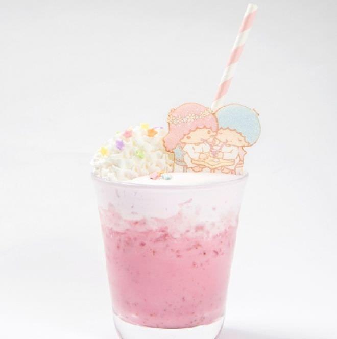 キキとララが仲良く飲んでる☆ピンクミックスジュース