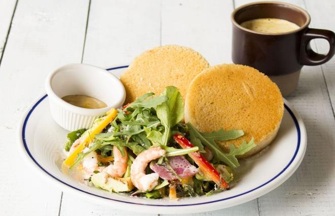 小海老とルッコラのサラダパンケーキ