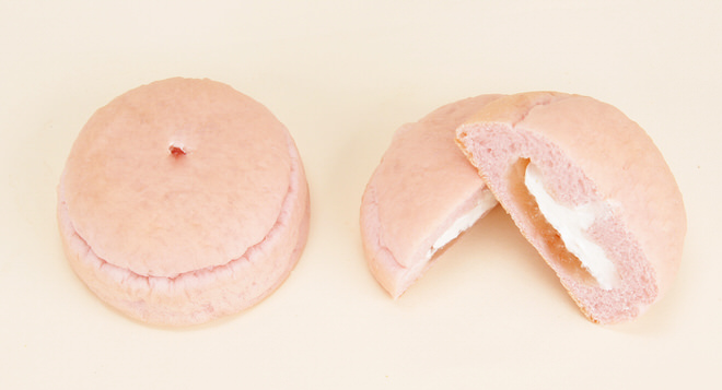白桃ジャムとホイップクリームのパン