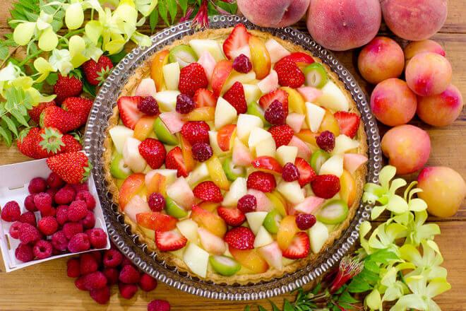 桃と夏の果実のタルト