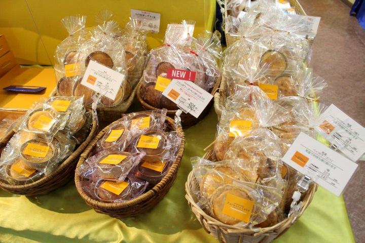 店内ではお土産用の焼き菓子なども販売されています