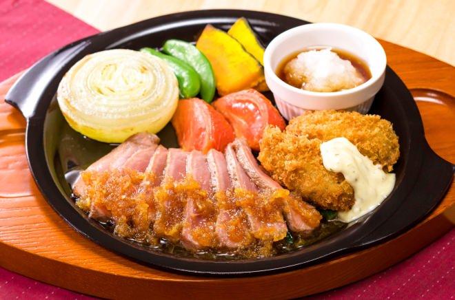 やわらか牛赤身ステーキと広島産カキフライ~淡路島産玉ねぎのグリル添え~