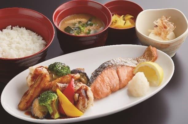 彩り御膳(黒酢あんかけと焼き鮭)