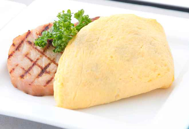 ビジネスクラス「マッシュルームとスイスチーズのオムレツ」