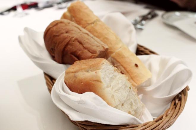 パンがセットに付いてきます
