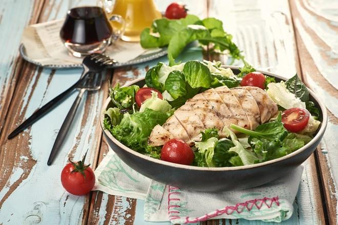 グリルチキンと彩野菜のサラダ